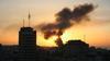 Røyken siger opp etter et bombenedslag i Gaza.